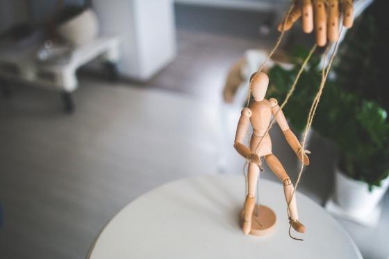 kaboompics.com_Wooden mannequin as a puppet
