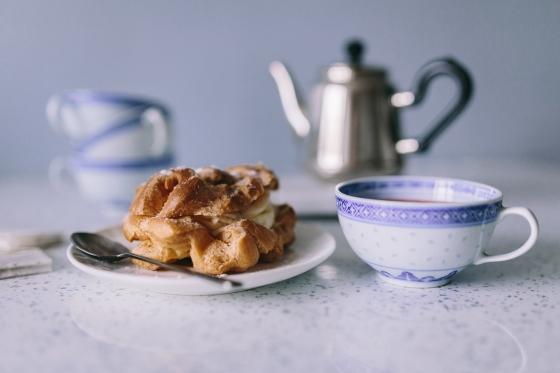 kaboompics.com_Teacup and cake